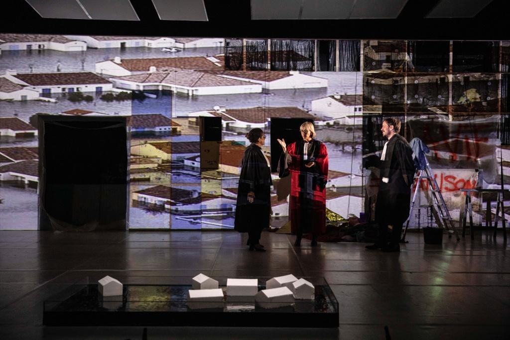 La Faute deFrançois Hien n scèned'AngéliqueClairand et Éric Massé Théâtre du Point du Jour © Jean-Louis Fernandez